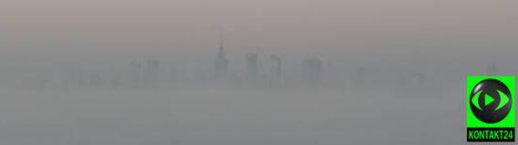 Pałac Kultury ledwie widać. Mgła nad Warszawą
