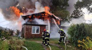 Strażacy gasili pożar domu w Starogardzie Gdańskim