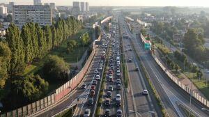 Trasa Siekierkowska zakorkowana. Wciąż trwają prace przed mostem
