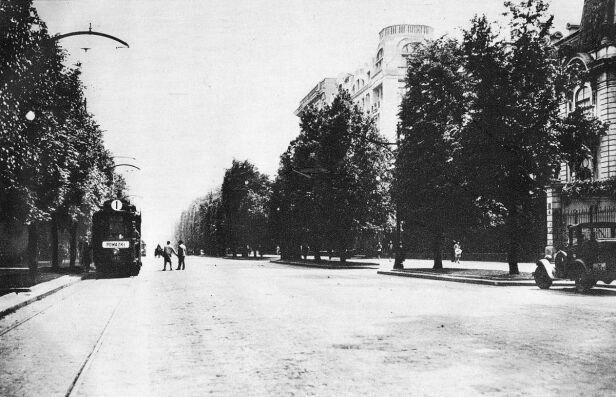 Miejsce akcji – Al. Ujazdowskie przy skrzyżowaniu z ul. Chopina (fotografia z lat 20. ubiegłego wieku) Wikipedia/ domena publiczna
