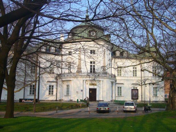 Budynek Muzeum Niepodległości Piotr / wikipedia
