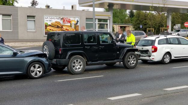 Kolizja czterech aut na Bielanach