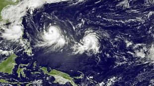 Pierwszy raz od 20 lat. Trzy tajfuny suną po zachodnim Pacyfiku