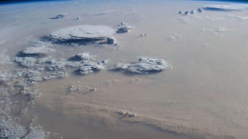Chmury burzowe nad Libią