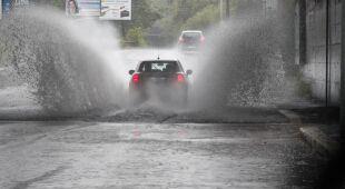 Deszcz zalał drogi w środkowych Włoszech
